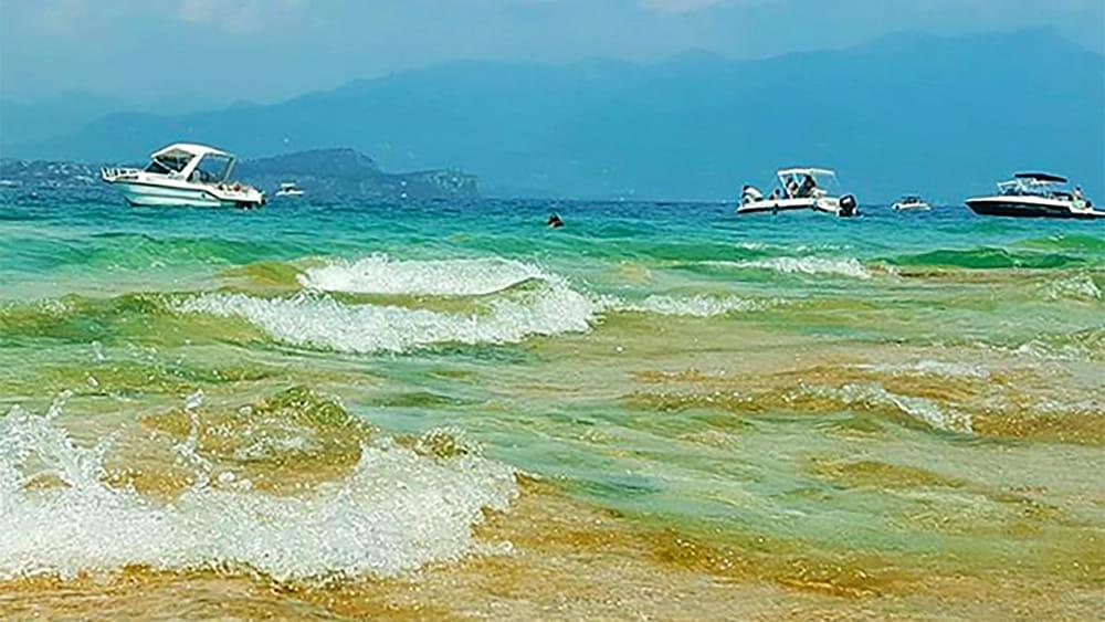 Spiaggia Giamaica presa dall'assalto: sarà presidiata dalla Protezione Civile