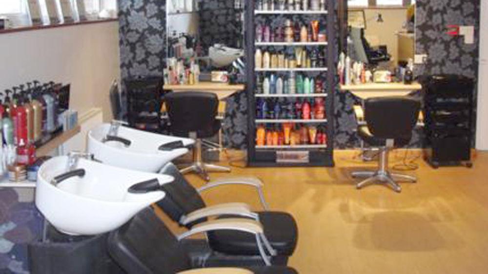 Stazione di brescia lite dal parrucchiere africano un ferito for Acquafredda salon