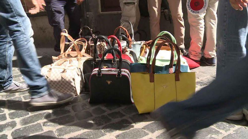 Brescia carabinieri scoprono magazzino con merce contraffatta for Mercato prato