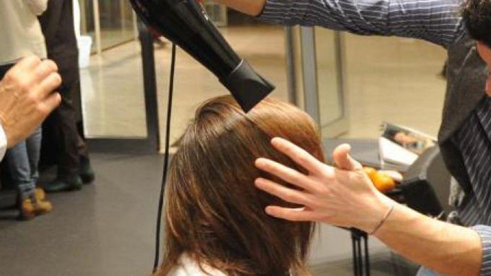 Arredamento negozio di articoli per parrucchieri milano