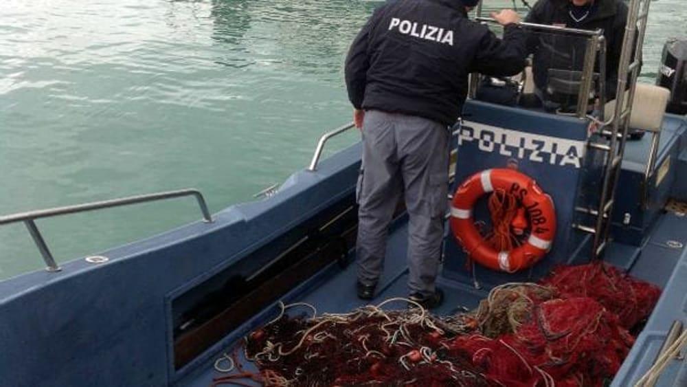 Recuperata una rete da pesca di frodo pericolo scampato - Rete da pesca per decorazioni ...