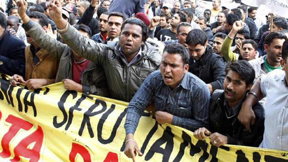Brescia, immigrati in piazza: nel 2014 respinte 3600 ...